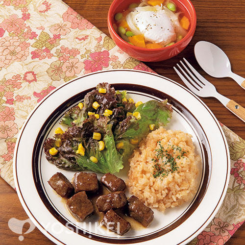 牛サイコロステーキ(食肉加工品)~ガーリックライス添え~/落とし卵のコンソメスープ