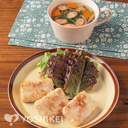 華味鳥〔はなみどり〕チーズ入りステーキ(食肉加工品)/ウインナーと水菜のコンソメスープ