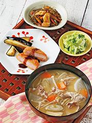 <豚汁定食>豚汁/ハムカツ/刻み昆布の煮もの/しそ香漬け