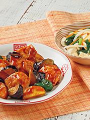 鶏肉と秋野菜の黒酢ソース/くずし豆腐の三色あえ