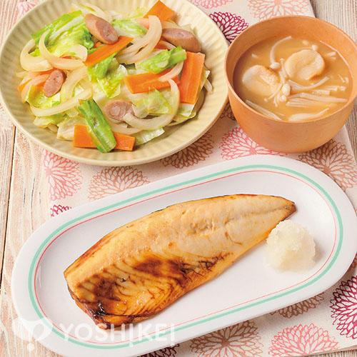 さばの塩焼き/ウインナーと野菜の和風炒め/えのき汁