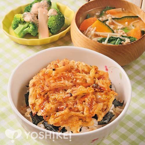 ラクラク海鮮かき揚げ丼/鶏そぼろ汁/ブロッコリーのオーロラソース
