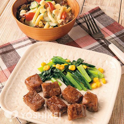 牛サイコロステーキ(食肉加工品)/チーズマカロニサラダ