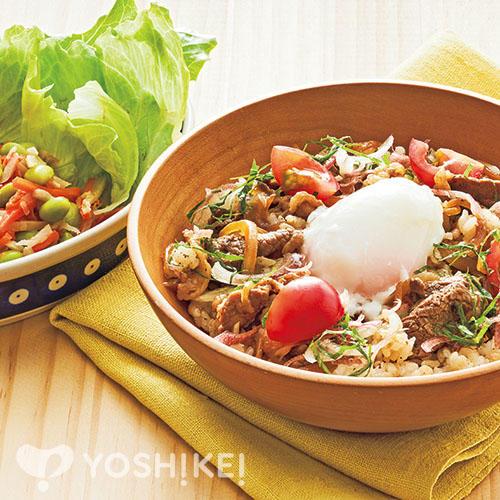 ビーフ温玉混ぜご飯/ごぼうと枝豆のサラダ