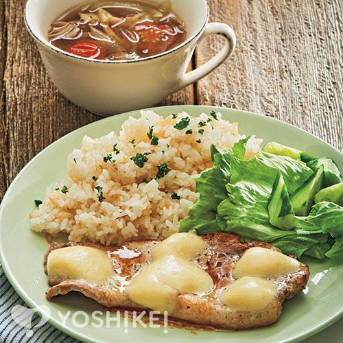 ポークステーキ~ゴーダチーズのせ~/バター香るガーリックライス/コンソメスープ