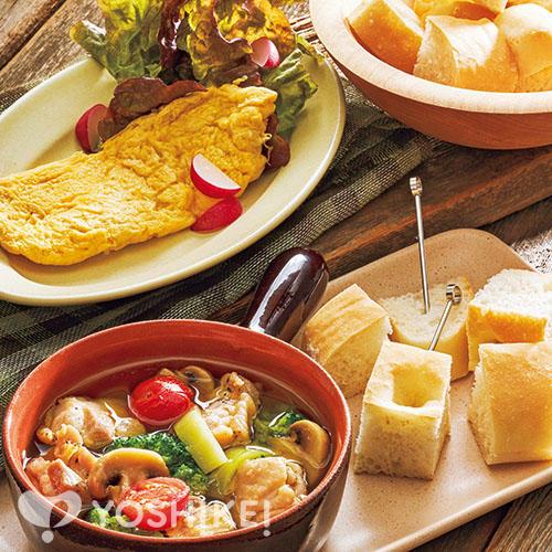 鶏肉とマッシュルームのアヒージョ/サラダオムレツ