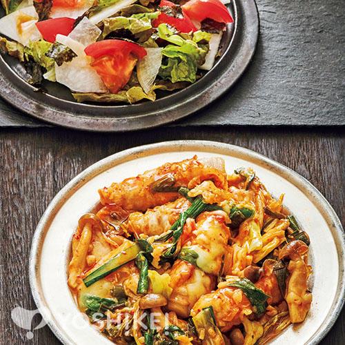 トッポギロールのコチュジャン炒め/チョレギサラダ
