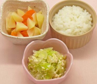 グリーンリーフの白あえ風・じゃが芋と人参のやわらか煮・おかゆ