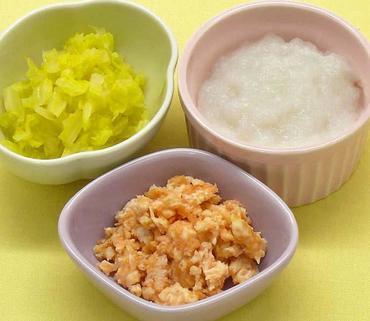 ひき肉とすりおろし人参のレンジ蒸し・キャベツの煮びたし・おかゆ
