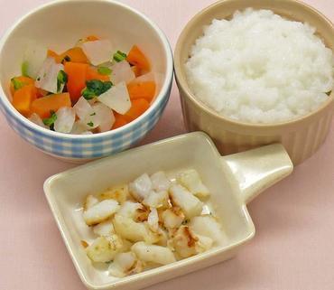白身魚のムニエル・三色野菜のやわらか煮・おかゆ