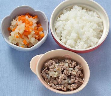牛肉ともやしの煮もの・じゃが芋のと人参のやわらかあえ・おかゆ