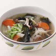 白菜とわかめの生姜スープ