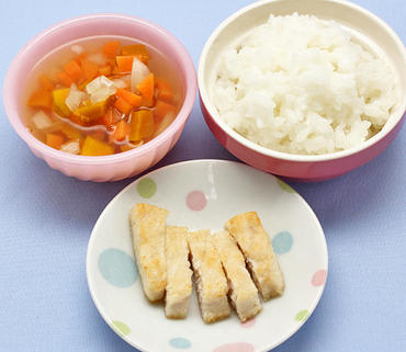 鶏肉の焼きスティック・野菜スープ・おかゆ