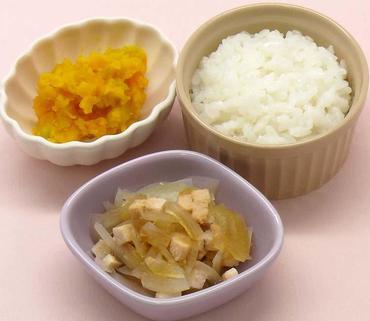 鶏肉と玉葱の煮もの・かぼちゃサラダ・おかゆ