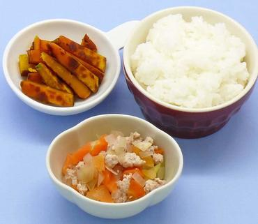 鶏肉と野菜の煮もの・焼きかぼちゃ・おかゆ