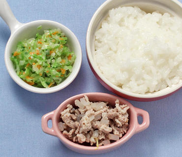 豚肉ともやしのやわらか煮・コールスローサラダ・おかゆ