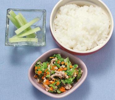 野菜のそぼろ煮・スティック胡瓜・おかゆ