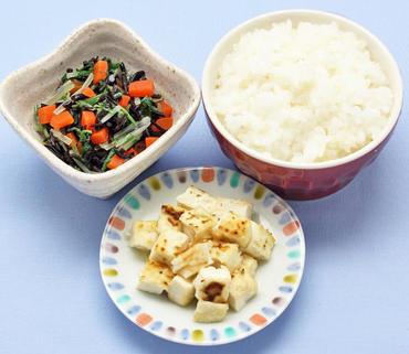 豆腐ステーキ・ひじきの煮もの・おかゆ