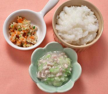 豚肉とキャベツのレンジ蒸し・ごぼうサラダ・おかゆ