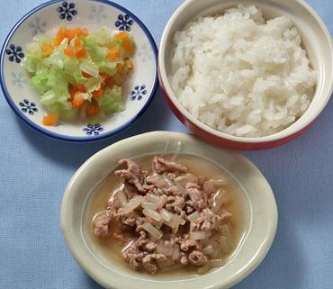 牛肉ともやしの煮もの・白菜と人参のやわらかあえ・おかゆ