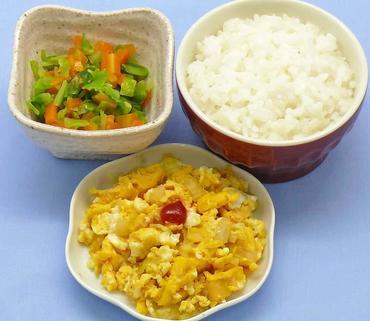 玉葱のオムレツ風・白菜と人参のやわらか煮・おかゆ