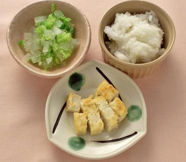 豆腐ステーキ・白菜と大根の煮もの・おかゆ