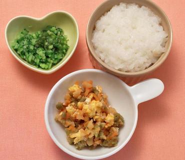 卵とマカロニのケチャップあえ・胡瓜とグリーンリーフのやわらか煮・おかゆ