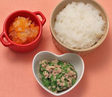 チンゲン菜のそぼろあえ・玉葱と人参のやわらか煮・おかゆ