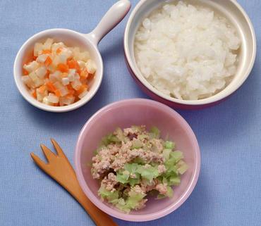 キャベツのそぼろ煮・ポテトサラダ・おかゆ