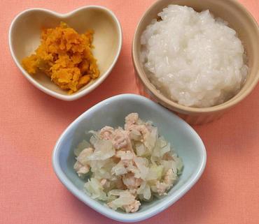 鶏肉と玉葱のみそ煮・つぶしかぼちゃ・おかゆ