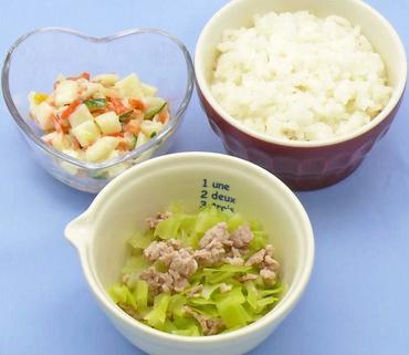 豚肉とレタスのやわらか煮・マカロニサラダ・おかゆ