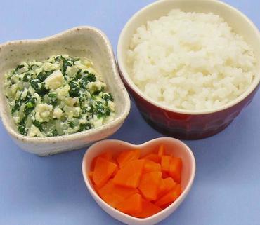 くずし豆腐と野菜のとろみ煮・人参の甘煮・おかゆ