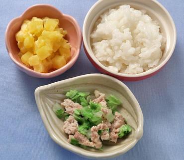 豚肉と白菜のレンジ蒸し・おさつサラダ・おかゆ