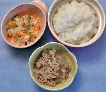 豚肉ともやしのやわらか煮・大根サラダ・おかゆ