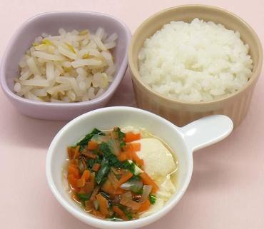 くずし豆腐の野菜あん・もやしのおひたし・おかゆ