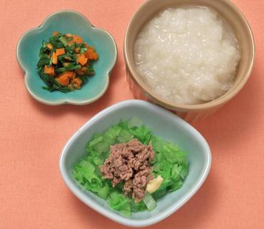 牛肉の温野菜サラダ・水根と人参の煮びたし・おかゆ