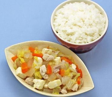 鶏肉と野菜の小鍋風・おかゆ