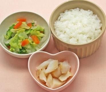 白身魚のやわらか煮・野菜のおひたし・おかゆ