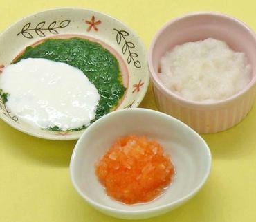 水菜のペースト ヨーグルトがけ・玉葱と人参の煮つぶし・おかゆ