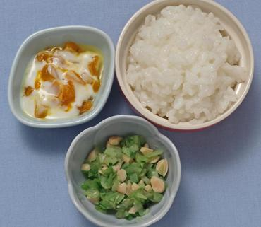 お豆と野菜の煮もの・かぼちゃのヨーグルトサラダ・おかゆ