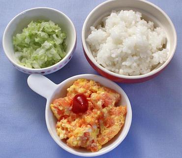 トマトオムレツ・キャベツと玉葱の温サラダ・おかゆ