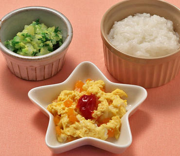 人参のオムレツ風・白菜と水菜の煮もの・おかゆ