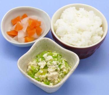 豆腐とレタスのやわらかあえ・大根と人参の煮もの・おかゆ