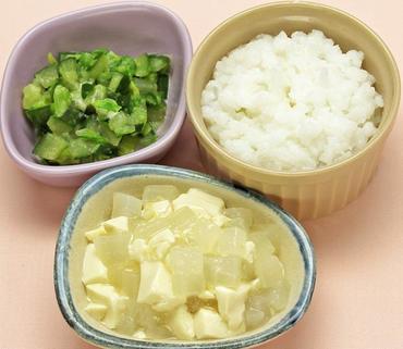 豆腐と大根のとろみ煮・白菜と胡瓜のサラダ・おかゆ