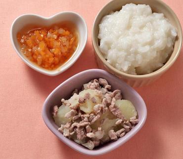 豚肉とじゃが芋のつぶしあえ・もやしと人参の煮もの・おかゆ