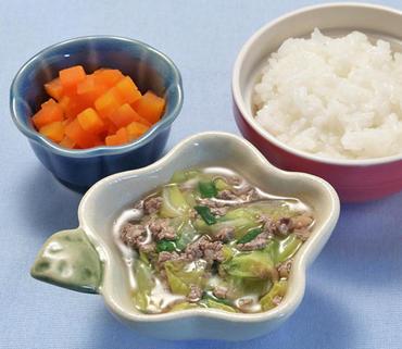 牛肉と野菜のとろみ煮・人参の甘煮・おかゆ