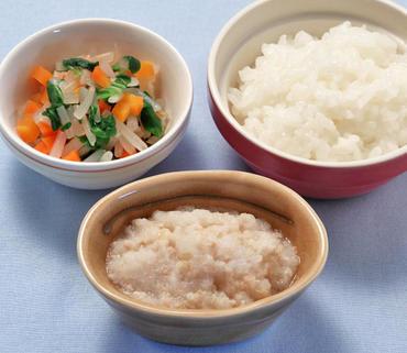 ひき肉のおろしあえ・三色野菜の煮もの・おかゆ
