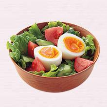 半熟卵のサラダ