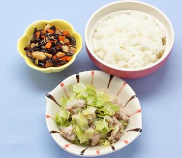 豚肉とキャベツのレンジ蒸し・お豆のひじき煮・おかゆ