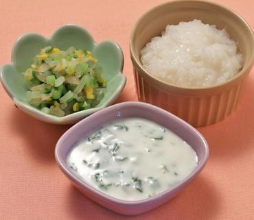 ヨーグルトサラダ・野菜のコーン煮・おかゆ